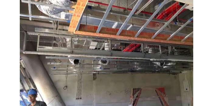 电动挡烟垂壁与防火卷帘门的区别