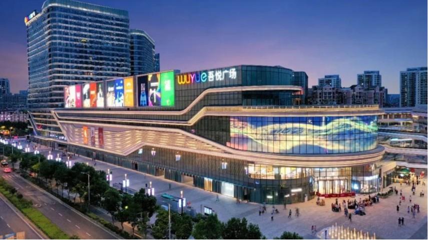 南京吾悦广场使用萨都奇玻璃挡烟垂壁