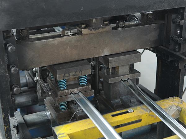 防火卷帘门生产设备
